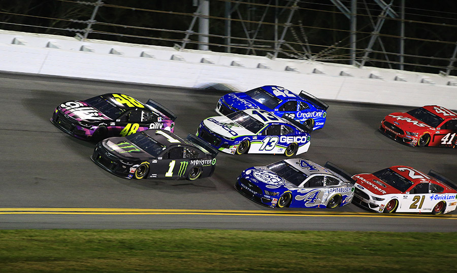 Kurt Busch (1) and Jimmie Johnson (48) battle for position at the front of a pack during the second Bluegreen Vacations Duel Thursday at Daytona Int'l Speedway. (HHP/Jim Fluharty Photo)