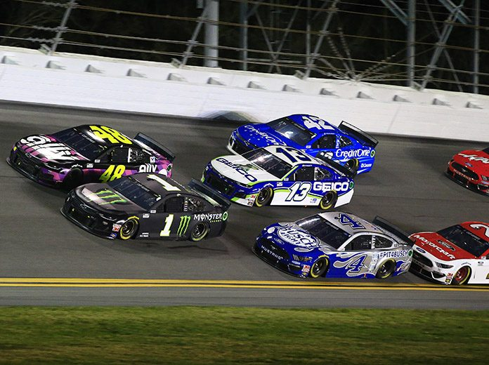 Drivers battle for position during the second Bluegreen Vacations Duel at Daytona Int'l Speedway. (HHP/Jim Fluharty Photo)
