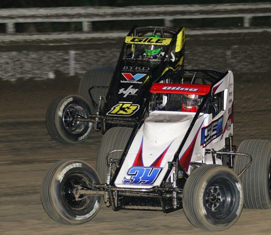 Sterling Cling (34) battles Dennis Gile during Friday's USAC AMSOIL National Sprint Car Series opener at Bubba Raceway Park. (Todd Ridgeway Photo)