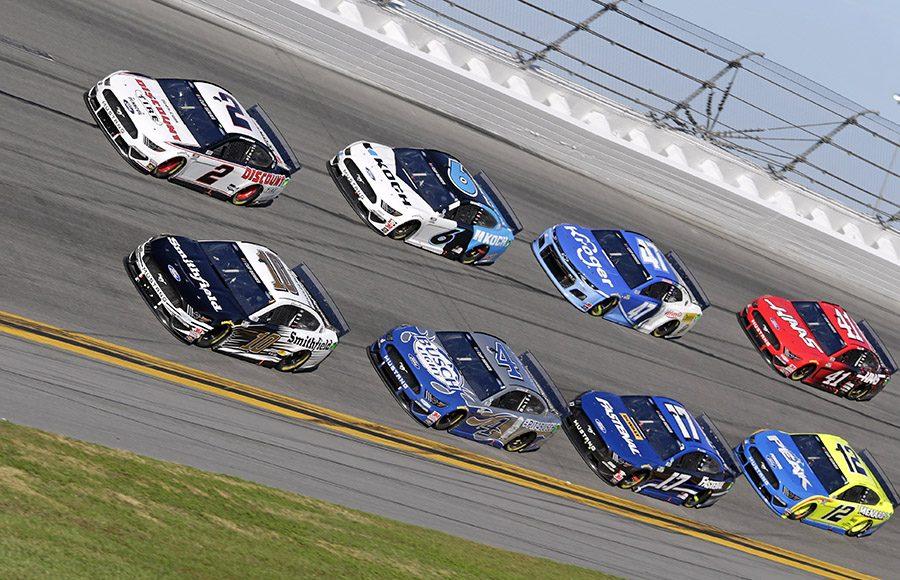 Drivers battle for position during the Daytona 500 at Daytona Int'l Speedway. (HHP/Alan Marler Photo)