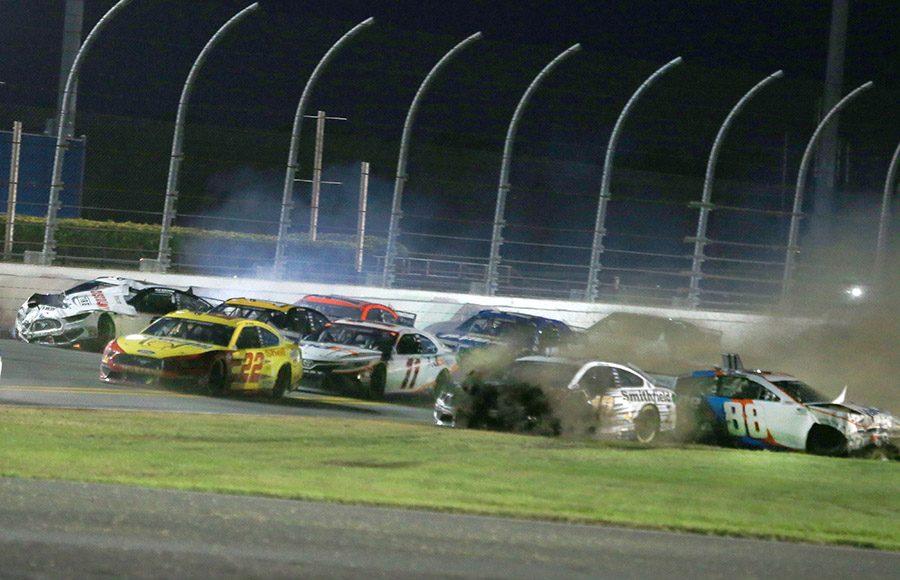 Drivers pile into a crash on the backstretch during the Daytona 500. (HHP/Jim Fluharty Photo)