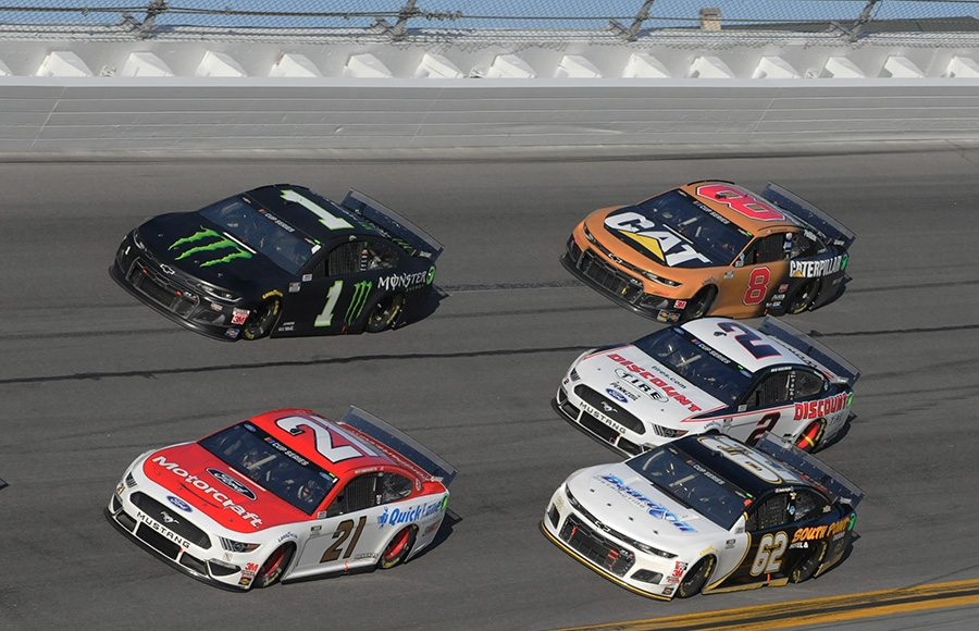 Matt DiBenedetto (21) and Kurt Busch (1) lead a pack of cars during the Daytona 500. (Dave Moulthrop Photo)