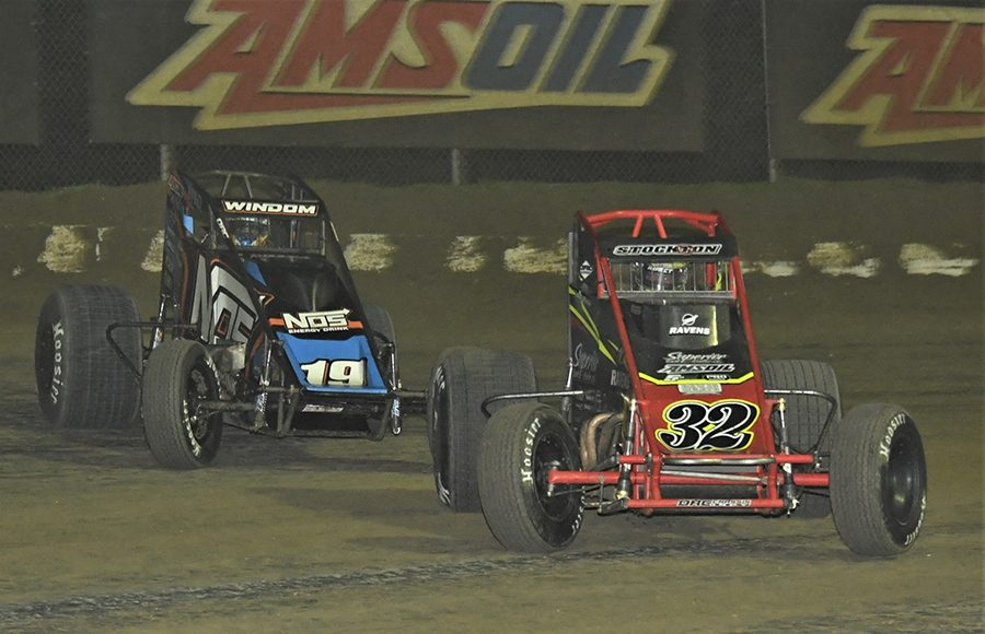 Chase Stockon (32) battles Chris Windom during Saturday's USAC AMSOIL National Sprint Car Series event at Bubba Raceway Park. (Al Steinberg Photo)