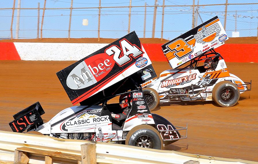 Lucas Wolfe (24) battles Brock Zearfoss during Sunday's sprint car event at Lincoln Speedway. (Dan Demarco Photo)