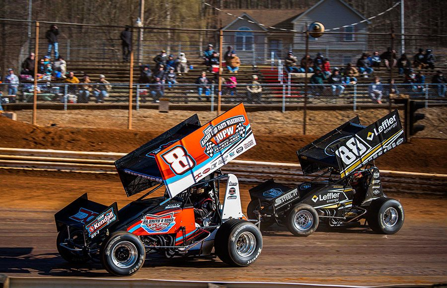 Billy Dietrich (8) battles Brandon Rahmer during Saturday's sprint car feature at Lincoln Speedway. (Shawn Cooper Photo)
