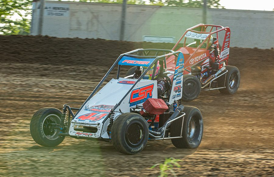 Andrew Felker (44) battles Zach Daum during a POWRi Lucas Oil National and West Midget League heat race Saturday at Valley Speedway. (Russell Moore Photo)