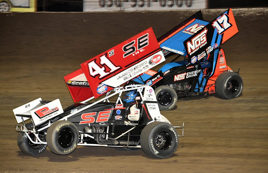 Dominic Scelzi (41) battles Sheldon Haudenschild during Saturday's World of Outlaws NOS Energy Drink Sprint Car Series feature at Federated Auto Parts Raceway at I-55. (Don Figler Photo)
