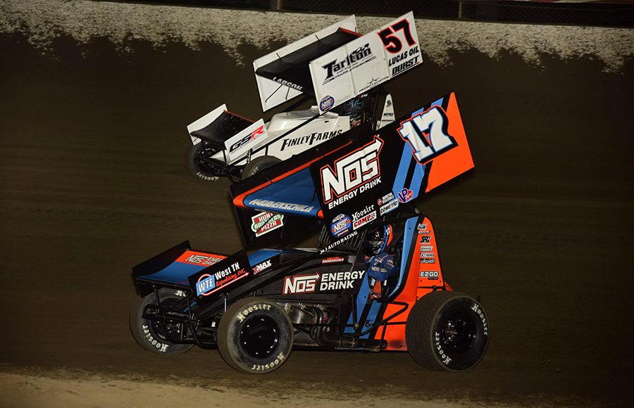 Sheldon Haudenschild (17) races under Kyle Larson during Saturday's World of Outlaws NOS Energy Drink Sprint Car Series feature at Federated Auto Parts Raceway at I-55. (Mark Funderburk Photo)