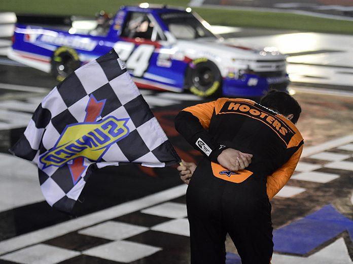 Chase Elliott ends Kyle Busch's Truck Series winning streak, earns $100K bounty