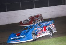 Brandon Sheppard (1) races under Bobby Pierce at Davenport Speedway. (Brendan Bauman photo)