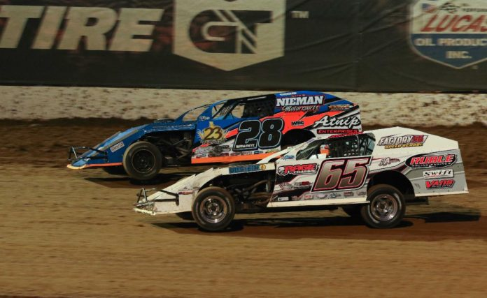 Andy Bryant (28) battles with Kris Jackson in Saturday night's headliner at Lucas Oil Speedway. (GS Stanek Racing Photography)