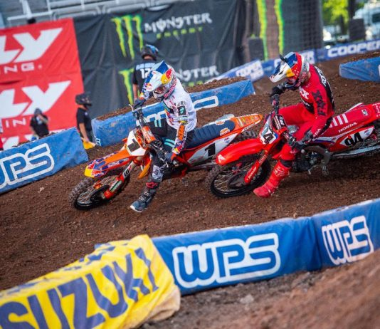 Cooper Webb (1) battles Ken Roczen at Rice-Eccles Stadium. (Feld Entertainment photo)