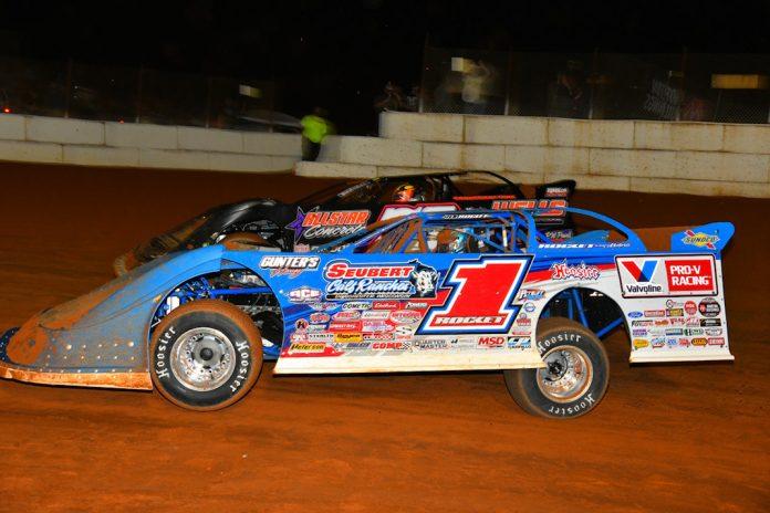 Brandon Sheppard (1) races under Brandon Overton at Volunteer Speedway. (Michael Moats photo)