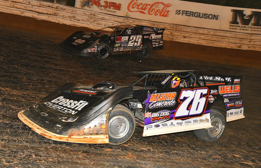 Brandon Overton (76) works the low side against Darrell Lanigan during Saturday's World of Outlaws Morton Buildings Late Model Series feature at Volunteer Speedway. (Michael Moats Photo)