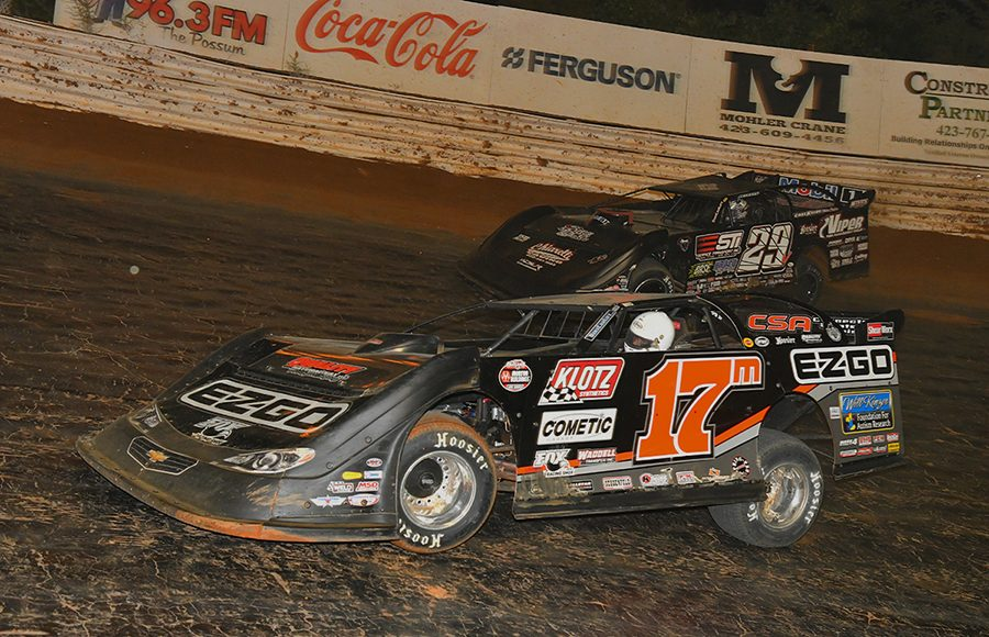 Dale McDowell (17m) battles Darrell Lanigan during Saturday's World of Outlaws Morton Buildings Late Model Series feature at Volunteer Speedway. (Michael Moats Photo)