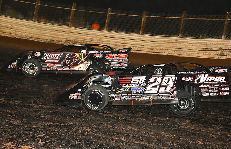 Darrell Lanigan (29) chases Zack Mitchell during Saturday's World of Outlaws Morton Buildings Late Model Series feature at Volunteer Speedway. (Michael Moats Photo)