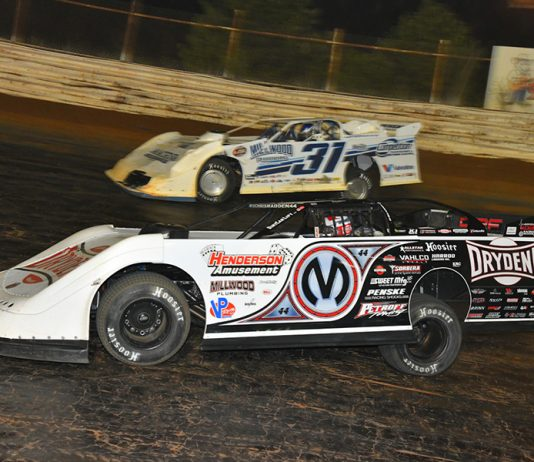 Chris Madden (0M) races under Tyler Millwood during Saturday's World of Outlaws Morton Buildings Late Model Series feature at Volunteer Speedway. (Michael Moats Photo)