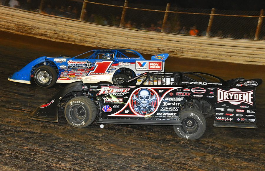 Scott Bloomquist (0) races alongside Brandon Sheppard during Saturday's World of Outlaws Morton Buildings Late Model Series feature at Volunteer Speedway. (Michael Moats Photo)