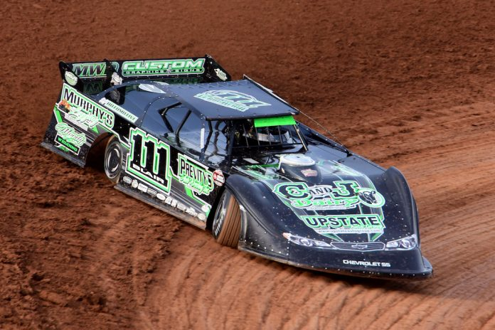 Max Blair en route to victory at Lernerville Speedway. (Paul Arch photo)