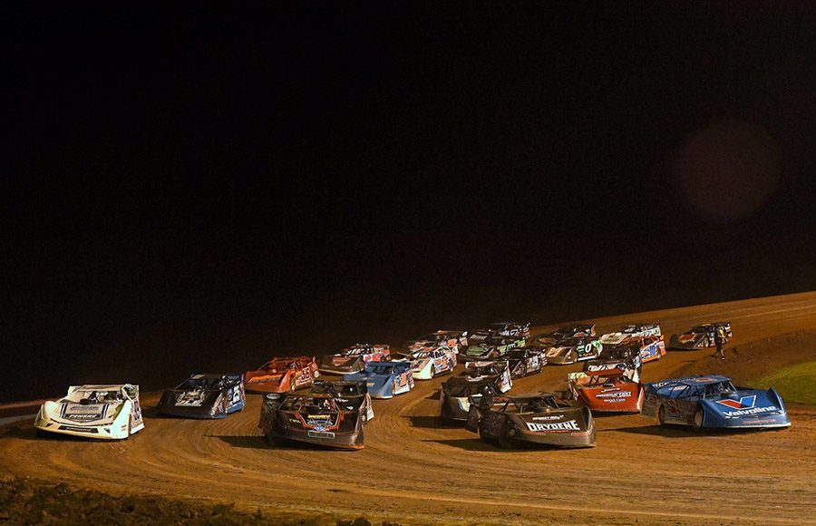 The field for Friday's World of Outlaws Morton Buildings Late Model Series feature during Firecracker 100 weekend at Lernerville Speedway prepares to go racing. (Hein Brothers Photo)