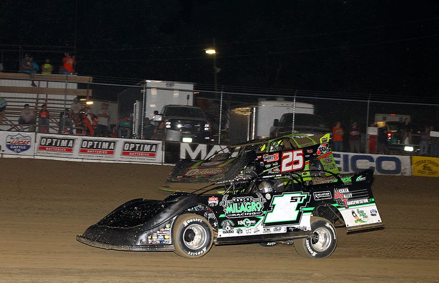 Johnny Scott (1st) battles Chad Simpson during Friday's Lucas Oil MLRA Slocum 50 at 34 Raceway. (Mike Ruefer Photo)