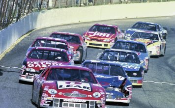 Ed Berrier leads at Hickory in 1998. (Mike Horne/BRH Racing Archives Photo)