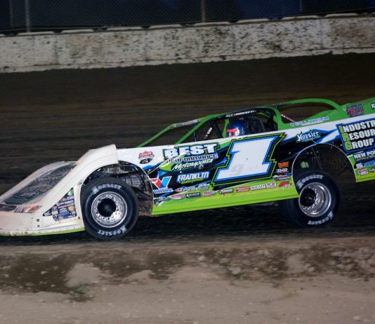 Tyler Erb en route to victory at Plymouth Speedway. (Stan Kalwasinski photo)