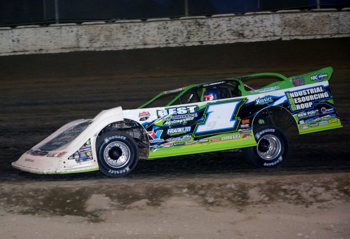 Tyler Erb en route to victory at Plymouth Speedway. (Stan Kalwasinski photo)