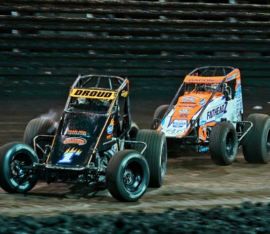 Don Droud Jr (1m) fends off Brady Bacon during Saturday's Brandt Corn Belt Nationals finale at Knoxville Raceway. (Ray Hague photo)