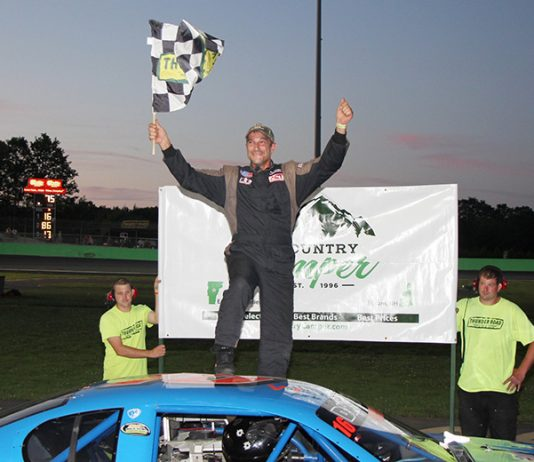 Scott Dragon triumphed in the Country Camper Midseason Championships for the second time in his career. (Alan Ward photo)