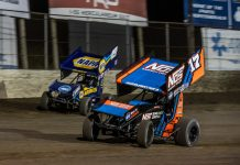 Sheldon Haudenschild (17) wheels under Brad Sweet at Federated Auto Parts Raceway at I-55. (Brad Plant photo)