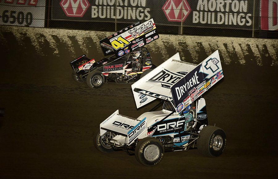 Jacob Allen (1a) battles Parker Price-Miller during Friday's World of Outlaws NOS Energy Drink Sprint Car Series feature at Federated Auto Parts Raceway at I-55. (Mark Funderburk Photo)