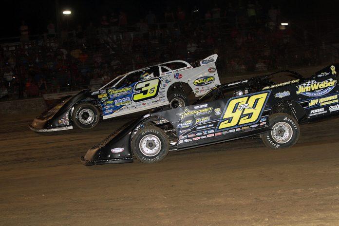 Brian Shirley (3s) battles Frank Heckenast Jr. at Fayette County Speedway. (Jim DenHamer photo)