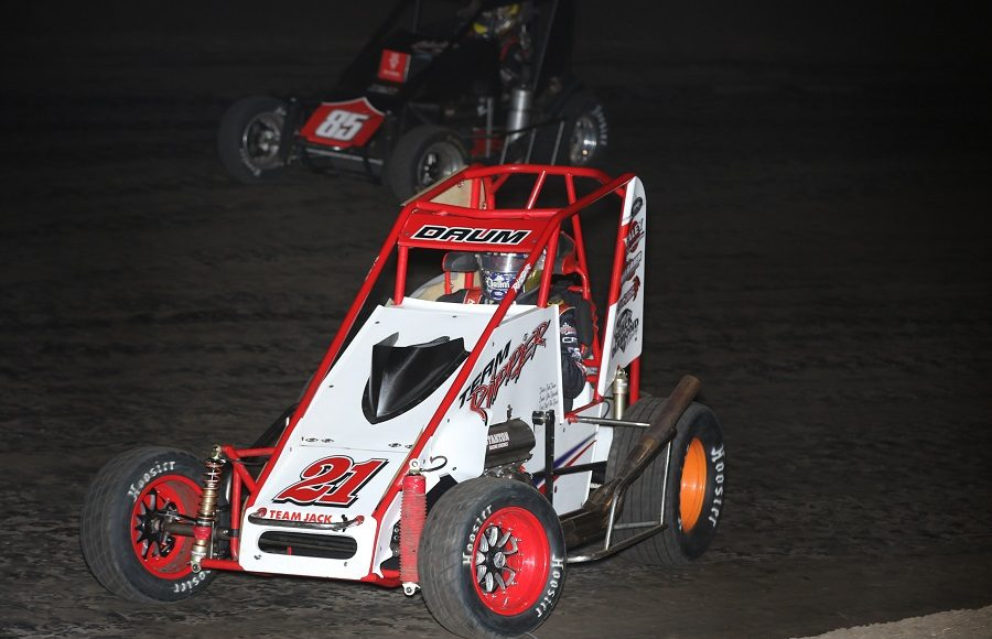 Zach Daum (21) fends off Jerry Coons Jr. during Friday's POWRi Lucas Oil National Midget League event at Lincoln (Ill.) Speedway. (Brendon Bauman photo)