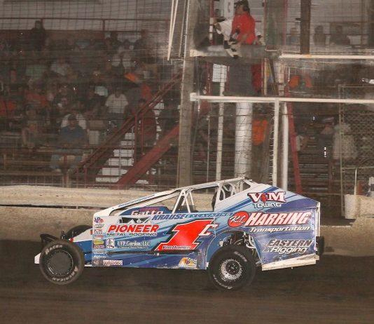 Craig VonDohren takes the checkered flag at Grandview Speedway. (Dan Demarco photo)