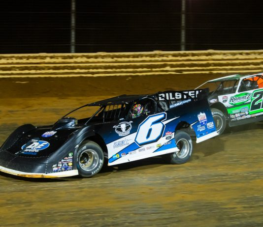 Kyle Larson (6) battles Jimmy Owens during Larson's dirt late model debut at Port Royal Speedway on Aug. 27, 2020. (Heath Lawson Photo)
