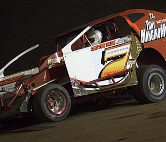 Don Ronca en route to victory at Albany-Saratoga Speedway. (Dave Dalesandro photo)