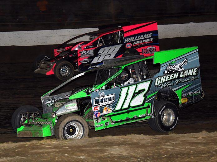 Kevin Hirthler (117) battles Matt Peck Friday night at Grandview Speedway. (Rich Kepner Photo)