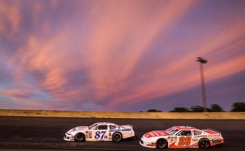 Peyton Sellers (26) races to the inside of Mike Looney Saturday at Dominion Raceway. (Dinah Mullins Photo)