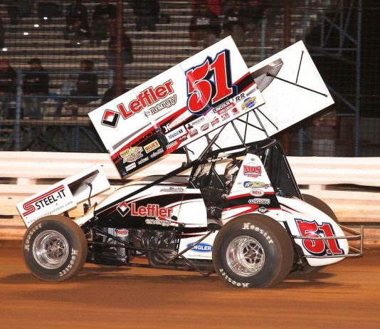 Freddie Rahmer en route to victory at Williams Grove Speedway. (Dan Demarco photo)
