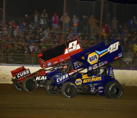 James McFadden (9) battles Brad Sweet at Lake Ozark Speedway. (Mark Funderburk photo)