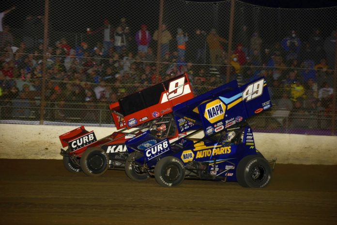 James McFadden (9) battles Brad Sweet at Lake Ozark Speedway. (Mark Funderburk photo)