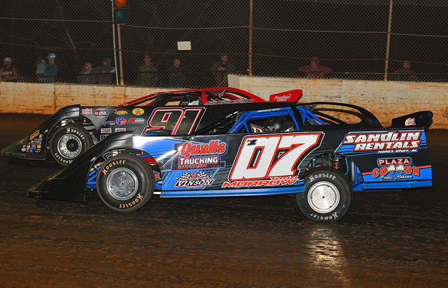 Todd Morrow (07) and Heath Hindman during Saturday's Fall Nationals Series race at Boyd's Speedway. (Michael Moats Photo)