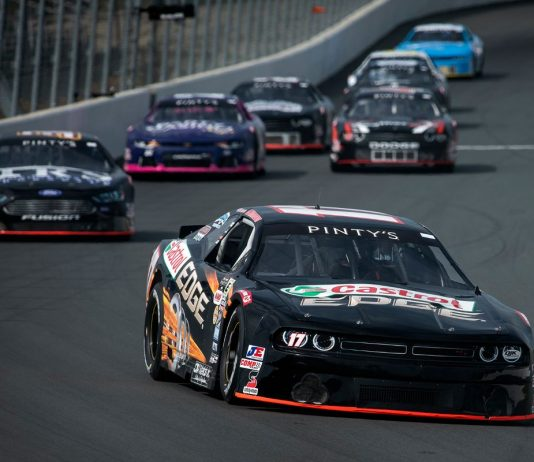 D.J. Kennington will continue to carry sponsorship from Castrol in the NASCAR Pinty's Series.