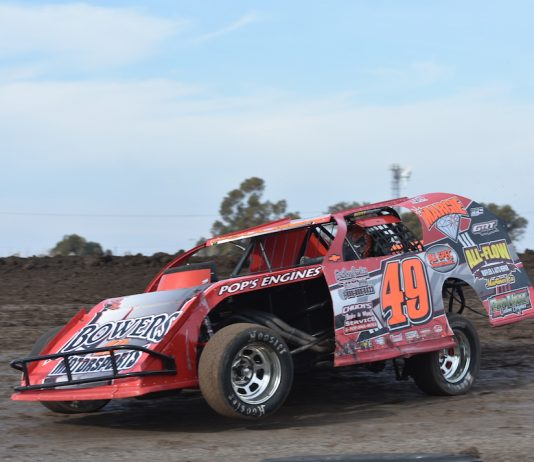 Troy Foulger en route to victory at the Stockton Dirt Track. (Joe Shivak photo)