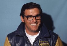 Dale Inman, shown here in 1972, has been named the winner of the NMPA Wood Brothers Award of Excellence. (ISC Archives via Getty Images)