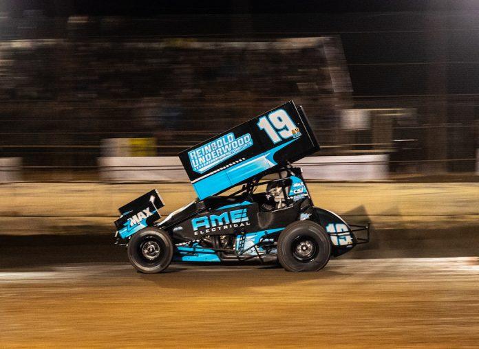 Buddy Kofoid en route to victory at Arizona Speedway. (Tyler Rinkin photo)