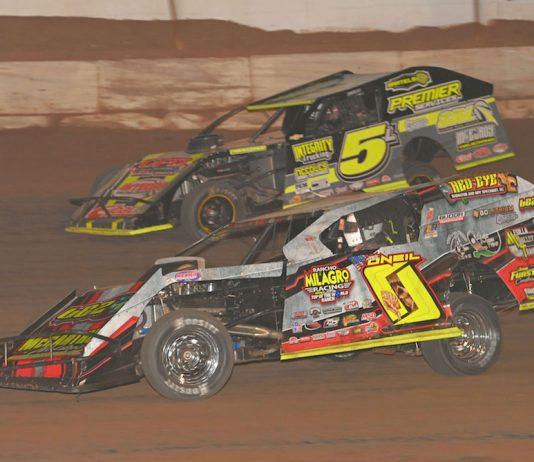 Jake O'Neill (0) charges under Cody Lamar at Arizona Speedway. (Tom Macht photo)