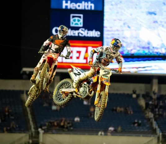 Cooper Webb (2) battles Ken Roczen at Camping World Stadium in Orlando. (Feld photo)