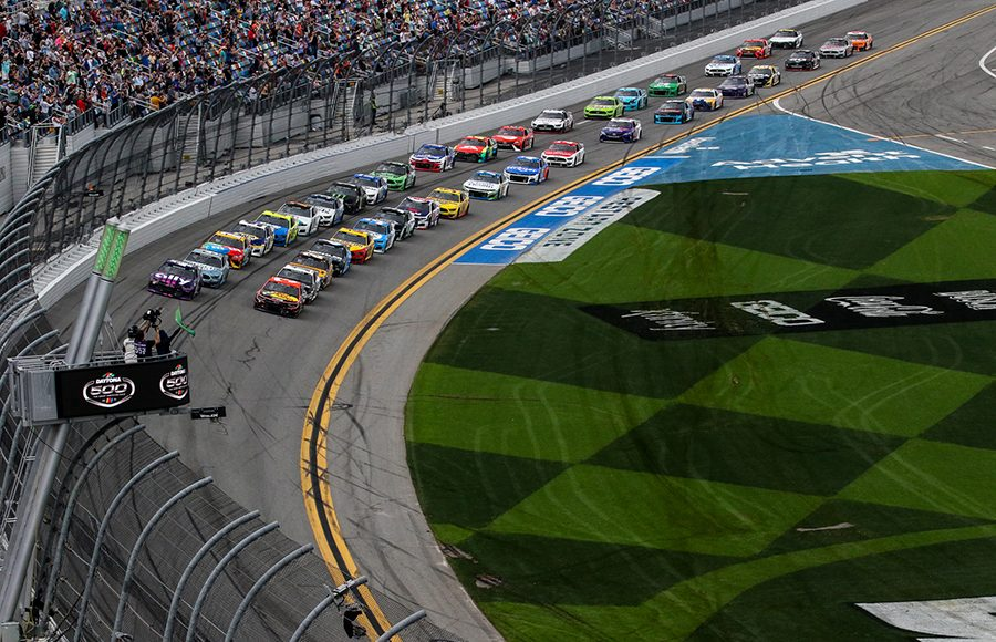 The field for Sunday's 63rd Daytona 500 takes the green flag at Daytona Int'l Speedway. (Dick Ayers Photo)